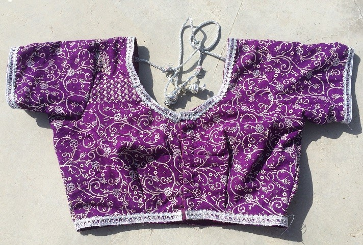 front of choli will custom made with your size