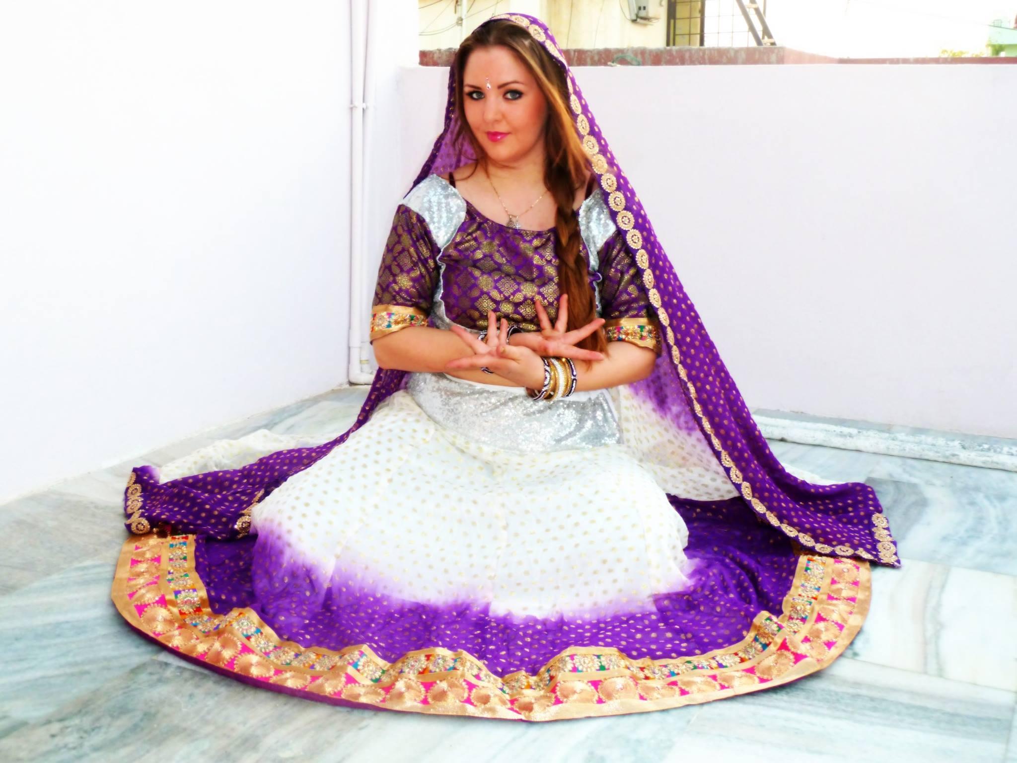 Bollywood costume 44